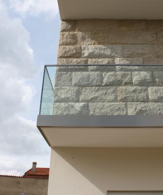 AV - Aluminium and glass railing system